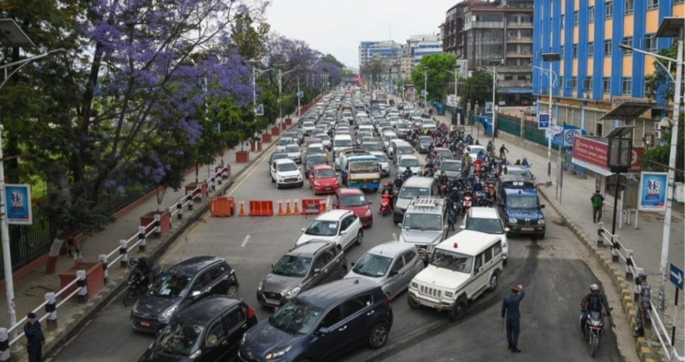 आज काठमाडौंका सडकमा गाडीहरुको ताँती