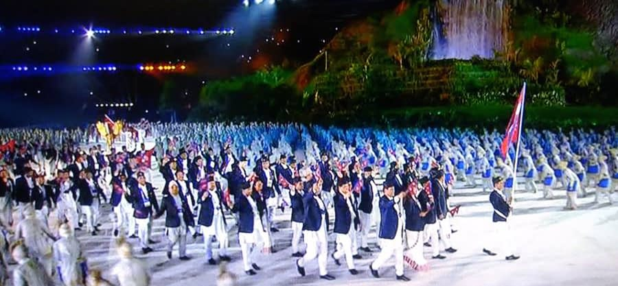 इण्डोनेसियाको जाकार्तास्थित गेलोरा बुङ कार्नो रङ्गशालामा एशियाली खेलकूदको भब्य उद्घाटन