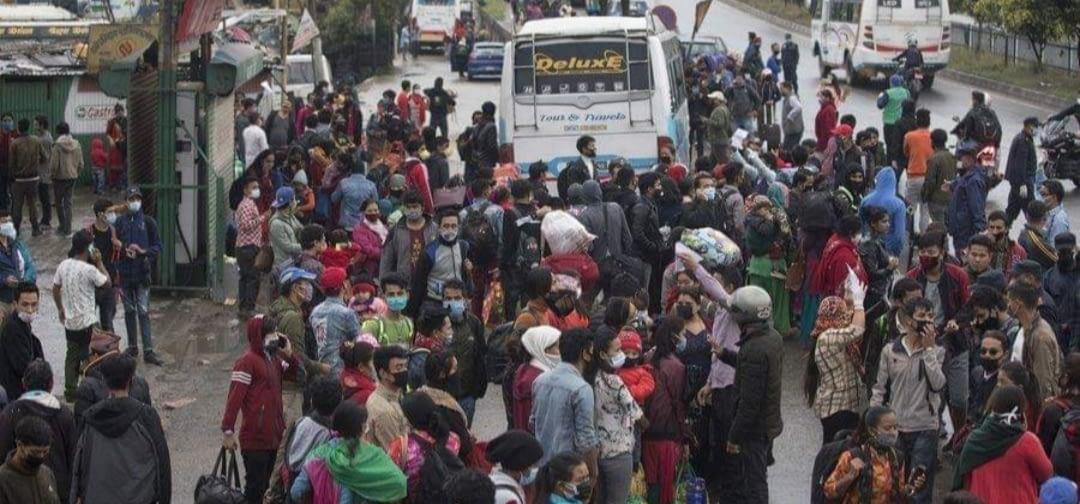 लकडाउन : कोटेश्वर र कलंकिमा उर्लियो घर जानेको भीड